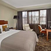 Superior bedroom - Park Plaza Victoria London